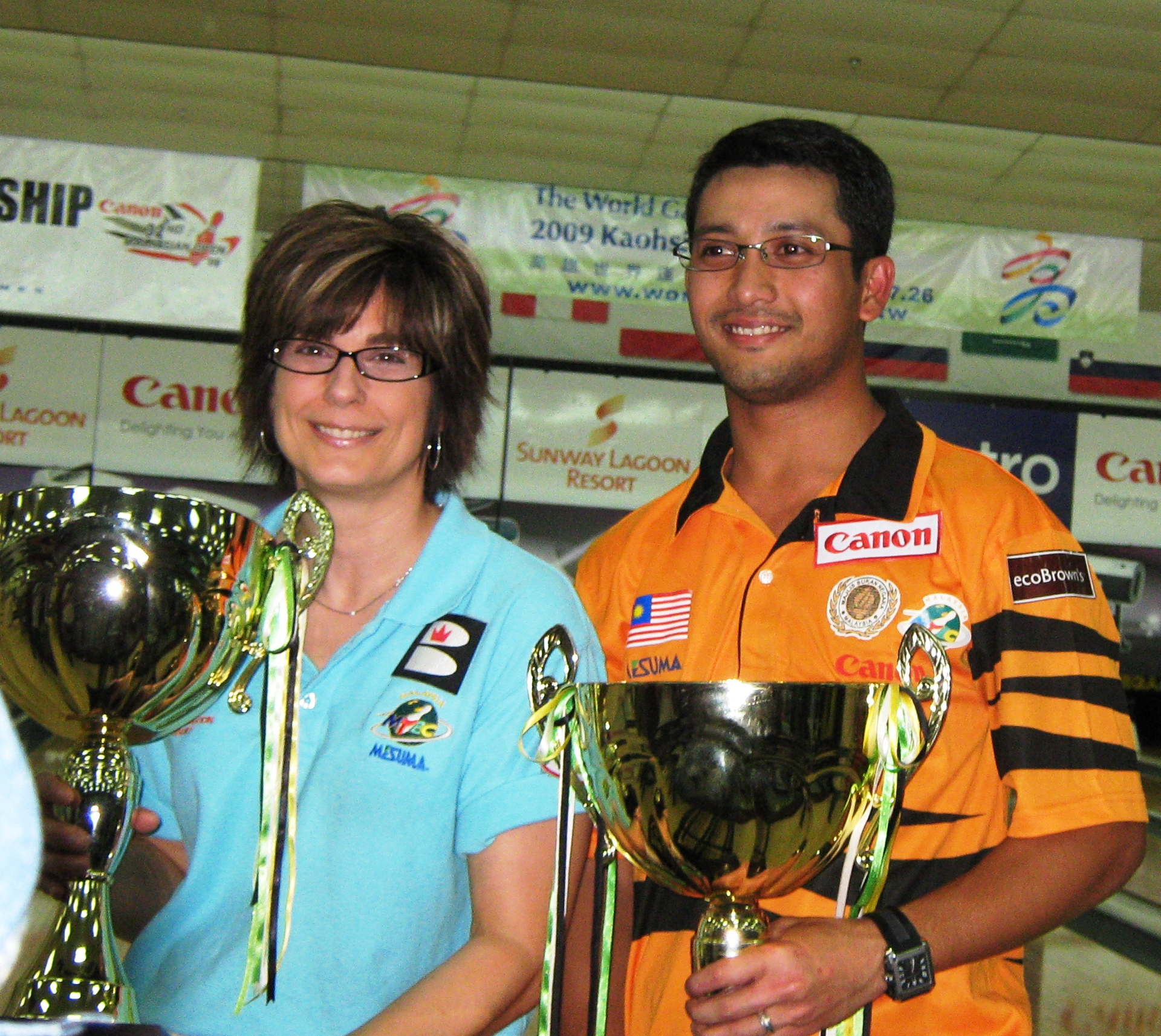 Carolyn and Zulmazran with their Championships trophies